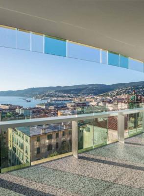 GIUSTINELLI - Trilocale con terrazzo vista, spa e parcheggio